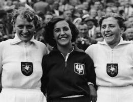 W 1936 roku w Berlinie Kwaśniewska nie tylko wygrała brązowy medal, ale i została okrzyknięta miss olimpiady.