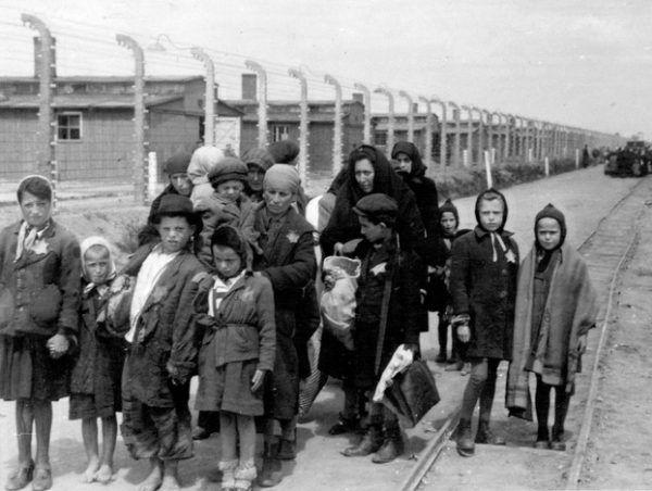 Niemcy w czasie II wojny światowej zamordowali niemal 6 milionów Żydów.