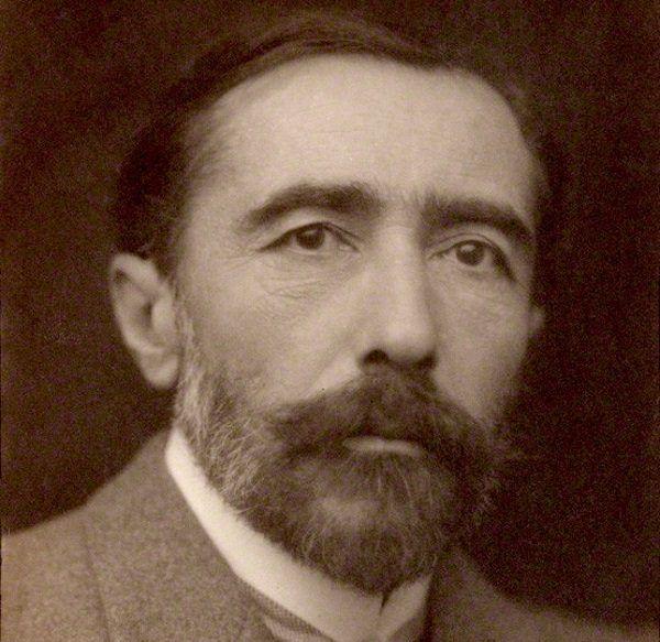 """""""Gdybym nie był pisał po angielsku, nie byłbym pisał wcale"""" - przyznawał autor po latach. Zdjęcie z 1904 roku."""