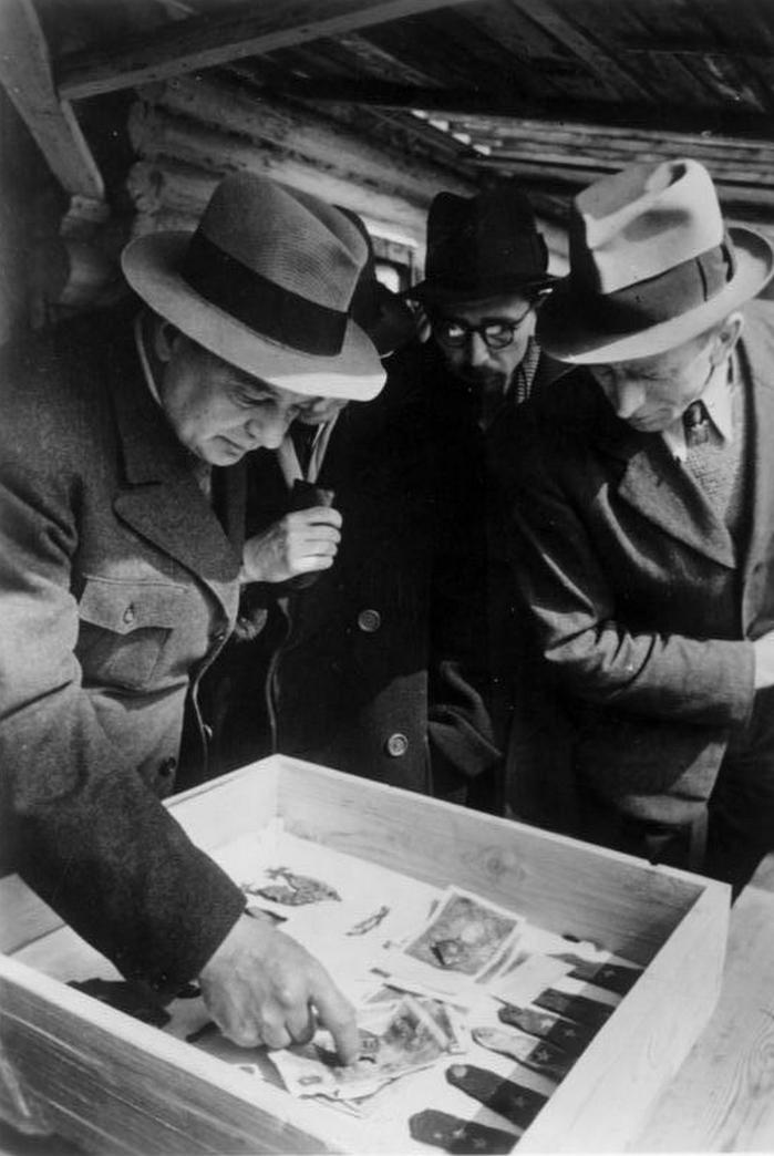 Oryginały zapisków pomordowanych w Katyniu odnalezione podczas ekshumacji wiosną 1943 roku niestety się nie zachowały.