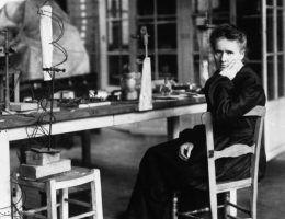 Maria Skłodowska-Curie odkryła rad w 1898 roku.