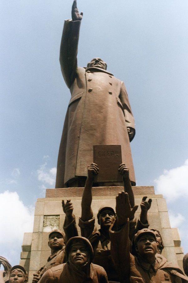 Posąg Mao Zedonga w Chinach (fot. Whoisgalt, lic. CCA SA 3.0)