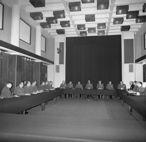 Posiedzenie Wojskowej Rady Ocalenia Narodowego pod przewodnictwem gen. Wojciecha Jaruzelskiego. 14 grudnia 1981 roku