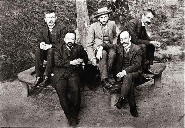 Decyzja Daszyńskiego o poślubieniu aktorki zszokowała nie tylko konserwatywnych krakowian, ale i kolegów socjalistów (na zdjęciu: działacze PPS: Bolesław Czarkowski, Aleksander Sulkiewicz, Bolesław Jędrzejowski, Józef Kwiatek i Walery Sławek).