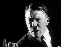 Adolf Hitler (fot. Bundesarchiv, Bild 102-13774, Heinrich Hoffmann, lic. CC-BY-SA 3.0)