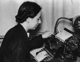 Zbrodnicza machina Trzeciej Rzeszy nie mogłaby działać, gdyby nie armia oddanych kobiet – sekretarek, telefonistek i asystentek.