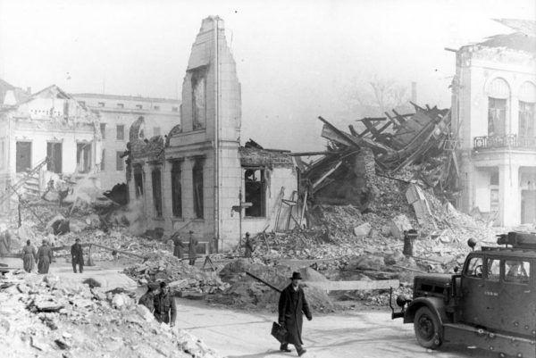 Rosjanie zrównali z ziemią budynek Ministerstwa Propagandy, w którym ukrywała się wraz z innymi pracownikami pod koniec wojny Brunhilde Pomsel.
