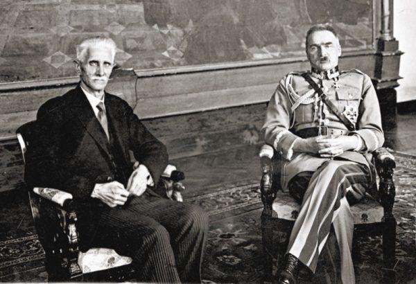"""Daszyński przez lata blisko przyjaźnił się z Piłsudskim. Był jedną z niewielu osób, z którą przyszły Marszałek przeszedł na """"ty""""."""
