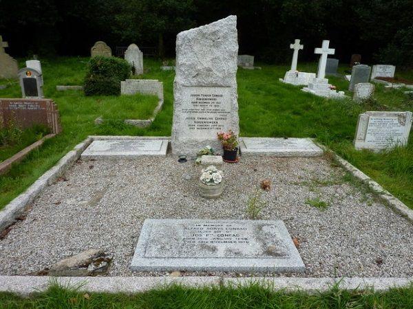 Grób Josepha Conrada, w którym spoczywa on razem z Jessie (fot. Pam Fray, lic. CC BY SA 2.0)