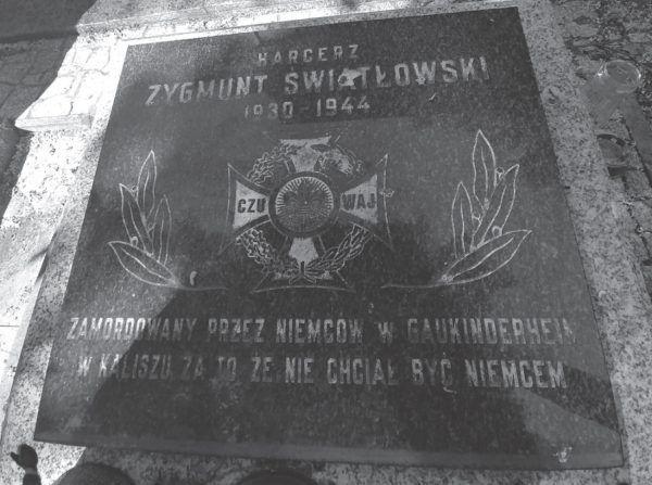 """14-letni Zygmunt Światłowski zapłacił życiem za to, że nie chciał dać się zgermanizować. Zdjęcie z książki """"Teraz jesteście Niemcami""""."""