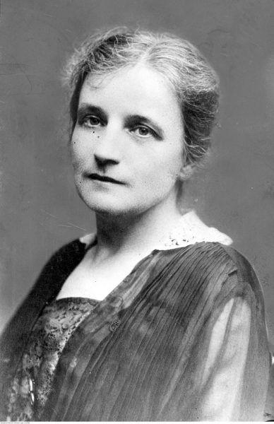 Irena Kosmowska. Wiceminister w gabinecie Daszyńskiego, który jako pierwszy zdecydował o przyznaniu kobietom praw wyborczych,