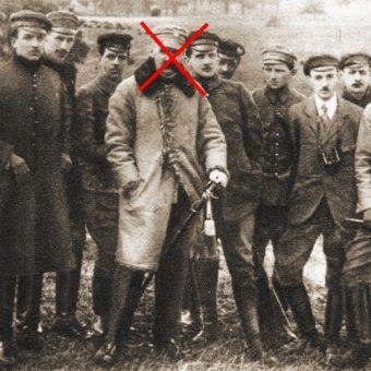 Józef Piłsudski na czele członków komendy POW. Zdjęcie z 1917 roku. U zarania organizacji Piłsudskiego wcale jednak nie było.