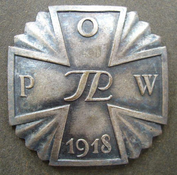 Odznaka pamiątkowa Polskiej Organizacji Wojskowej (fot. Olerys, lic. CC ASA 3,0U).