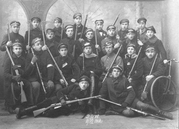 Członkowie Polskiej Organizacji Wojskowej w Częstochowie na zdjęciu z listopada 1918 roku.