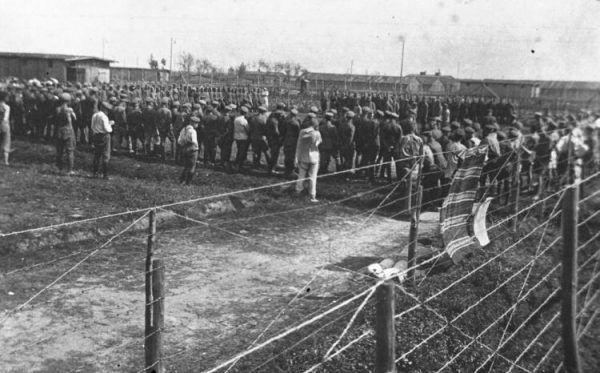 Polscy legioniści internowani w obozie w Szczypiornie