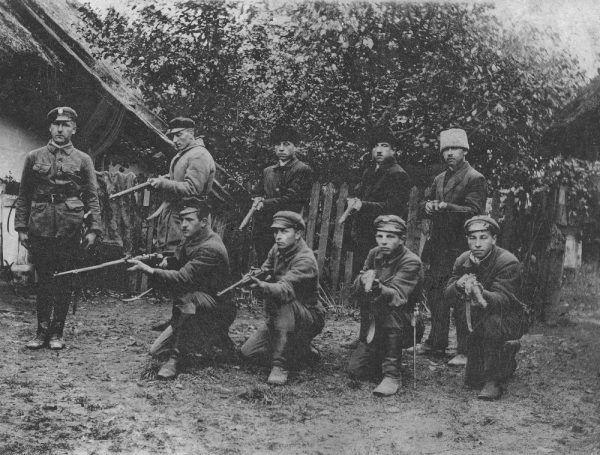 Do rozbrajania Niemców w listopadzie 1918 roku ruszyli głównie peowiacy Na zdjęciu członkowie POW w Siennicy.