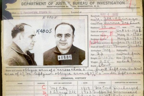 Zapis karny FBI dotyczący zbrodni popełnionych przez Ala Capone nie był krótki. Nie wszystkie jednak zbrodnie zostały mu udowodnione. Ostatecznie w więzieniu wylądował za... uchylanie się od płacenia podatków.
