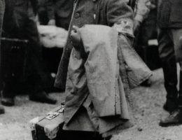 Wyzwolenie obozu w Buchenwaldzie w 1945 roku nie oznaczało, że zacznie on świecić pustkami. Już w sierpniu Sowieci zaadaptowali go na obóz specjalny dla internowanych Niemców.