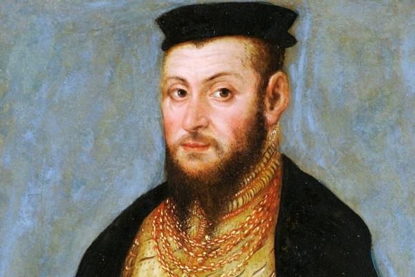 Zygmunt August przez długie lata z uporem maniaka walczył o odzyskanie każdej pozostałości po matczynej fortunie. Jednocześnie udawał przed poddanymi, że jest znacznie biedniejszy niż w rzeczywistości.