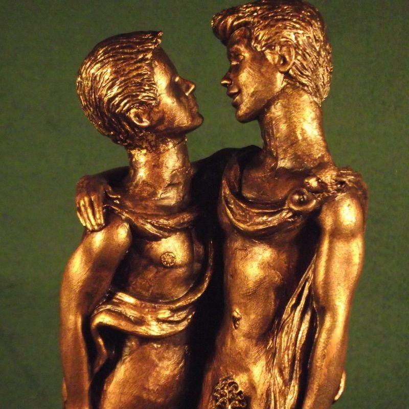 Rzeźba autorstwa Malcolma Lidbury'ego przedstawiająca parę wojowników Świętego Zastępu.