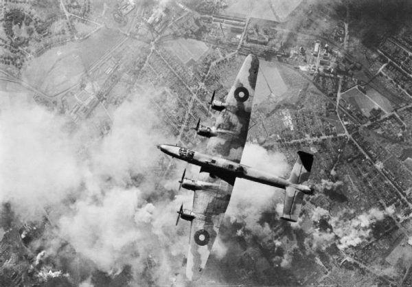 Amfetamina pomagała zwalczyć zmęczenie i strach między innymi załogom lecącym bombardować niemieckie miasta.