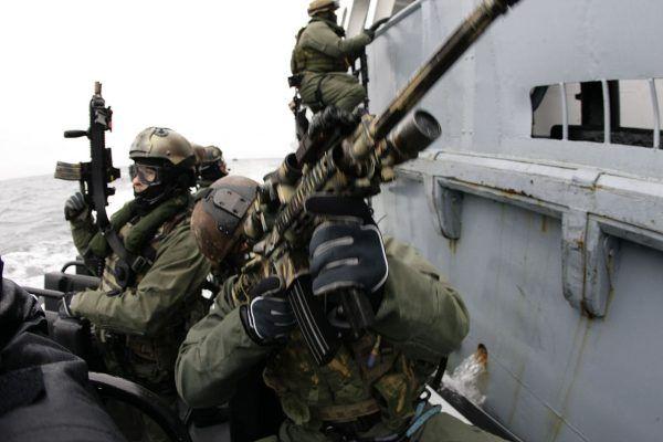 Operatorzy GROM-u i Navy_SEALs podczas wspólnych ćwiczeń.