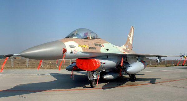 """W akcji """"Opera"""" brały udział myśliwce F-16."""
