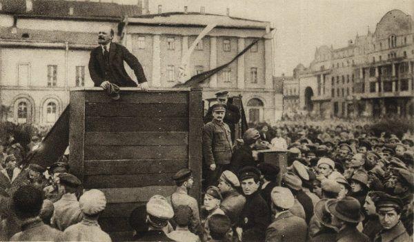 """Włodzimierz Lenin wiosną 1920 roku zagrzewał czerwonoarmistów do bezpardonowej walki z """"obszarnikami i kapitalistami polskimi"""" (zdjęcie poglądowe)."""