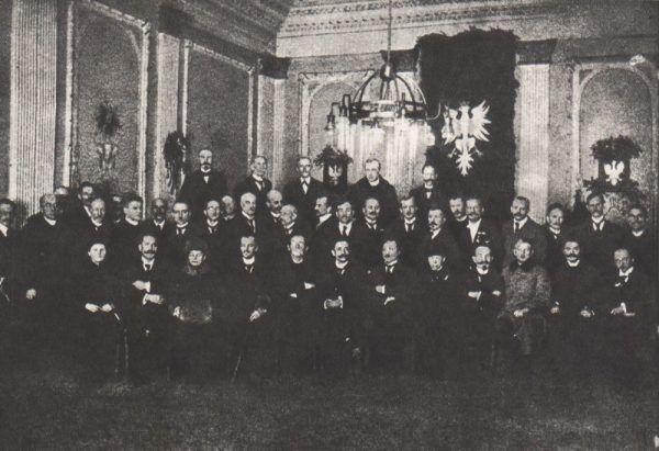 Członkowie Naczelnej Rady Ludowej nie chcieli eskalacji konfliktu z Niemcami.