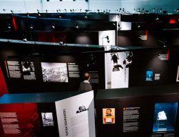 """Wystawa """"Raj doczesny komunistów"""" pokazuje jak utopia przerodziła się w piekło na ziemi."""