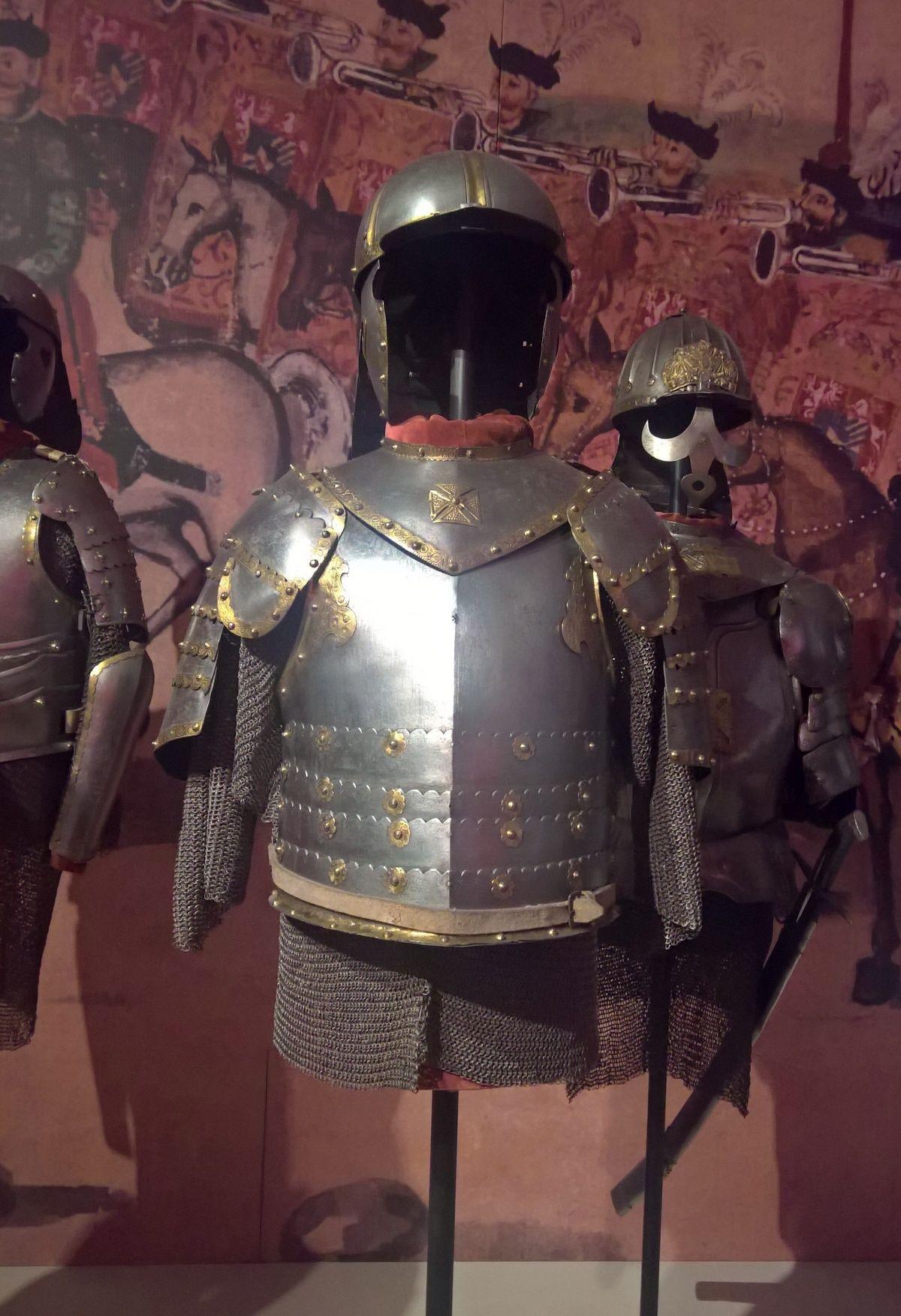 Nie wszyscy husarze nosili zbroje. Na zdjęciu husarskie zbroje ze zbiorów Muzeum Narodowego w Krakowie.
