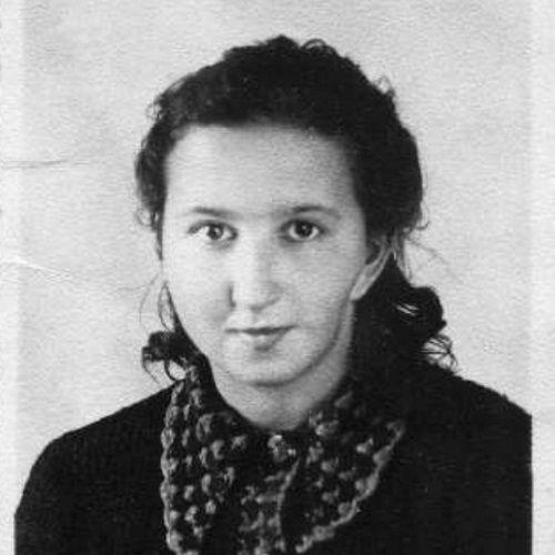 """Danuta Siedzikówna """"Inka"""" została aresztowana, poddana torturom i zabita. Bezpiece wydała ją dawna koleżanka – Regina Mordas-Żylińska."""