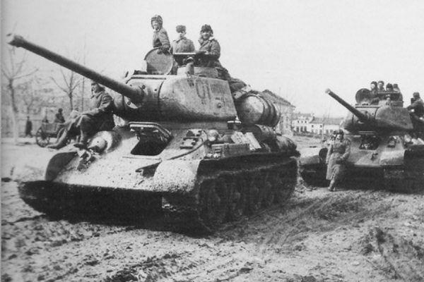 Czołgi T-34/85. Tylko dziewięć takich wozów pancernych mieli do dyspozycji Rosjanie, gdy rozpoczynali swój rajd.