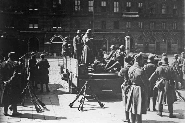 Życie w Wiedniu stawało się pod koniec okresu międzywojennego coraz trudniejsze dla Żydów.