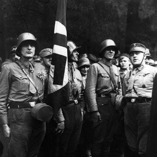 Sztandar Krwi (na zdjęciu) miał w III Rzeszy status najświętszej relikwii.