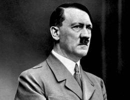 Hitler był przekonany, że jego zarost będzie ostatnim krzykiem mody. I miał rację.
