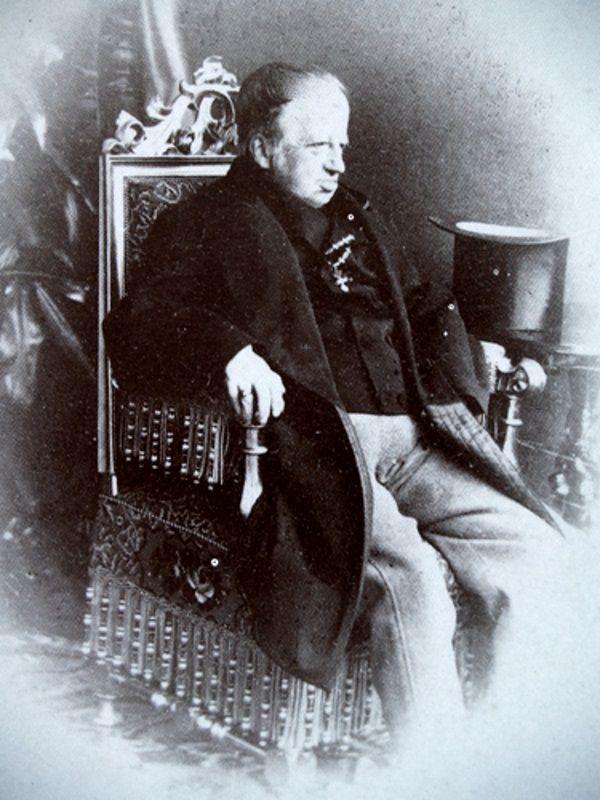 Ferdynand I Habsburg w ostatnich latach życia. Wraz z nastaniem ery fotografii ukrywanie mankamentów naportretach stało się trudniejsze (fot. domena publiczna)