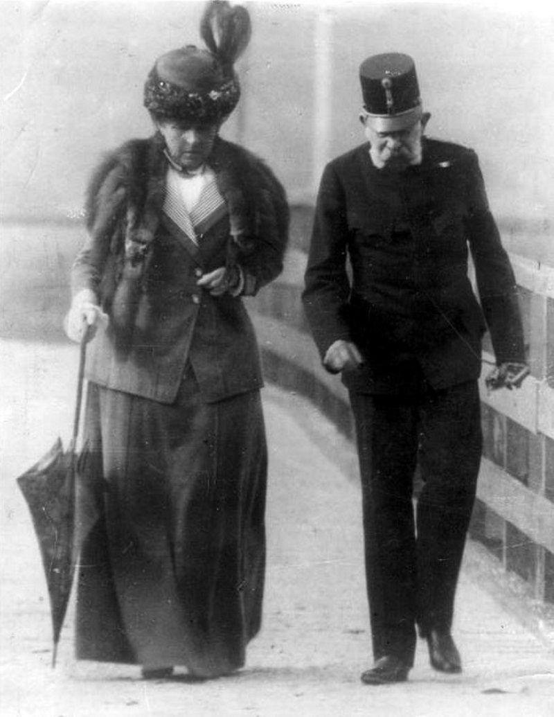 Franciszek Józef i Katharina Schratt. Filmy z Romy Schneider każą nam wierzyć w dozgonną miłość cesarza i Sisi, tymczasem żona sama podsunęła mu inną kobietę (fot. domena publiczna)