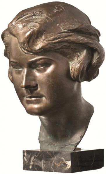 Hitler po śmierci siostrzenicy zlecił wykonanie jej popiersia. Trzymał je w honorowym miejscu w swoim monachijskim mieszkaniu.