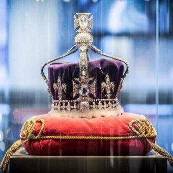 Koh-I-Noor obecnie zdobi brytyjską koronę. Na zdjęciu replika słynnego klejnotu.