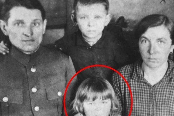 Na zdjęciu Stefan i Stanisława Bojko wraz z dziećmi Rozalią i Edwardem. Z rzezi wołyńskiej ocalała tylko dziewczynka.