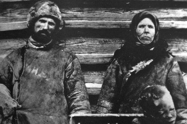Rosjanie sprzedający ludzkie mięso w czasie klęski głodu 1921 roku.