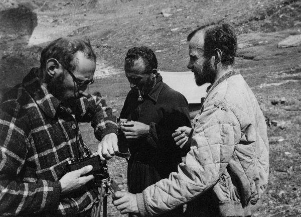 """Uczestnicy wyprawy na Nanda Devi East. Zdjęcie z książki """"Polscy himalaiści""""."""