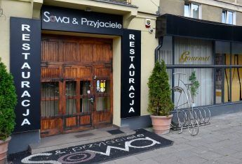 Warszawska restauracja Sowa & Przyjaciele przy ul. Gagarina 2 (róg Czerniakowskiej) – jedno z miejsc, w których nagrywano polityków (fot. Adrian Grycuk, lic. CC BY-SA 3.0 pl)