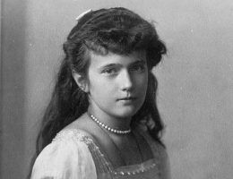 Co tak naprawdę stało się z księżniczką Anastazją? Czy faktycznie udało jej się przeżyć egzekucję w Jekaterynburgu?