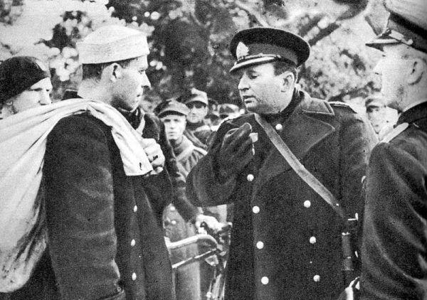 """""""Wytrwamy do października"""" - stwierdził komandor Włodzimierz Steyer."""