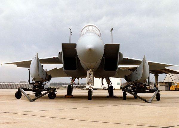Wśród zdobytych przez Zacharskiego dokumentów znalazły się podobno także plany myśliwca F-15. Zdjęcie poglądowe.