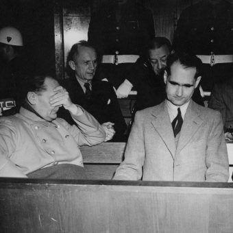 Po wojnie część najważniejszych nazistów stanęła przed trybunałem w Norymberdze. Niektórzy jednak uciekli przed wymiarem sprawiedliwości.