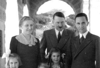 Hitler z Goebbelsami (fot. Bundesarchiv, Bild 183-1987-0724-502, Heinrich Hoffmann, CC-BY-SA 3.0)