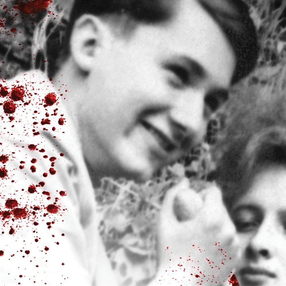 """Karol Kot w czasie wizji lokalnej. Fragment okładi książki Przemysława Semczuka """"M jak morderca"""", która ukazała się nakładem wydawnictwa Świat Książki"""